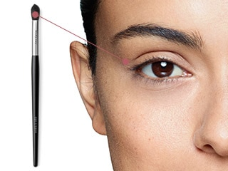 Contour eyelids and create smoky eye effects using the Mary Kay® Eye Crease Brush.
